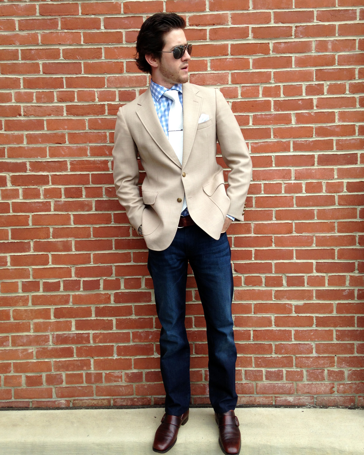 The blue blazer is often worn with khaki or tan colored pants, but the reverse doesn't work quite as well. Try a camel colored blazer with brown shoes and belt for a formal but fun look. The camel blazer and navy pants combo looks great during the summer months as a unique, fashion-forward ensemble.
